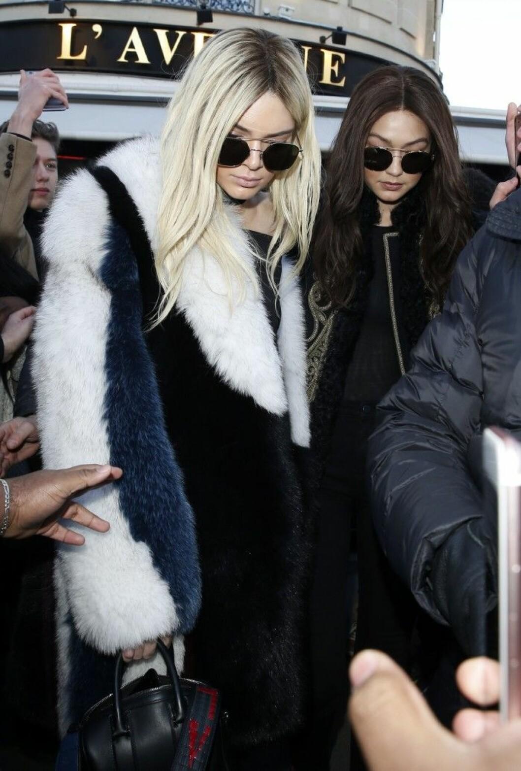 Kendall Jenner och Gigi Hadid på Paris Fashion Week.