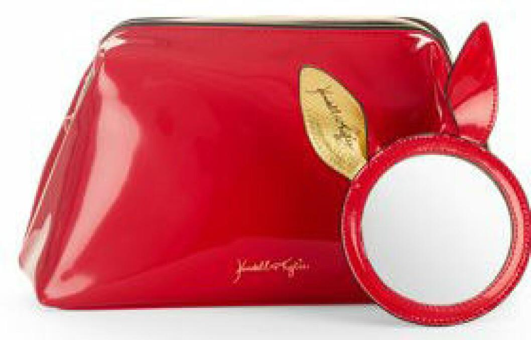 En bild på en necessär med tillhörande spegel från Kendall och Kylie Jenners väskkollektion för Walmart.