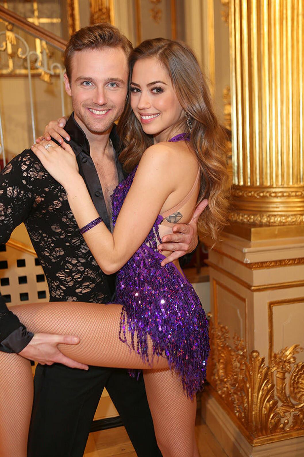 En bild på Kenza Zouiten i Let's Dance med danspartnern Calle Sterner.