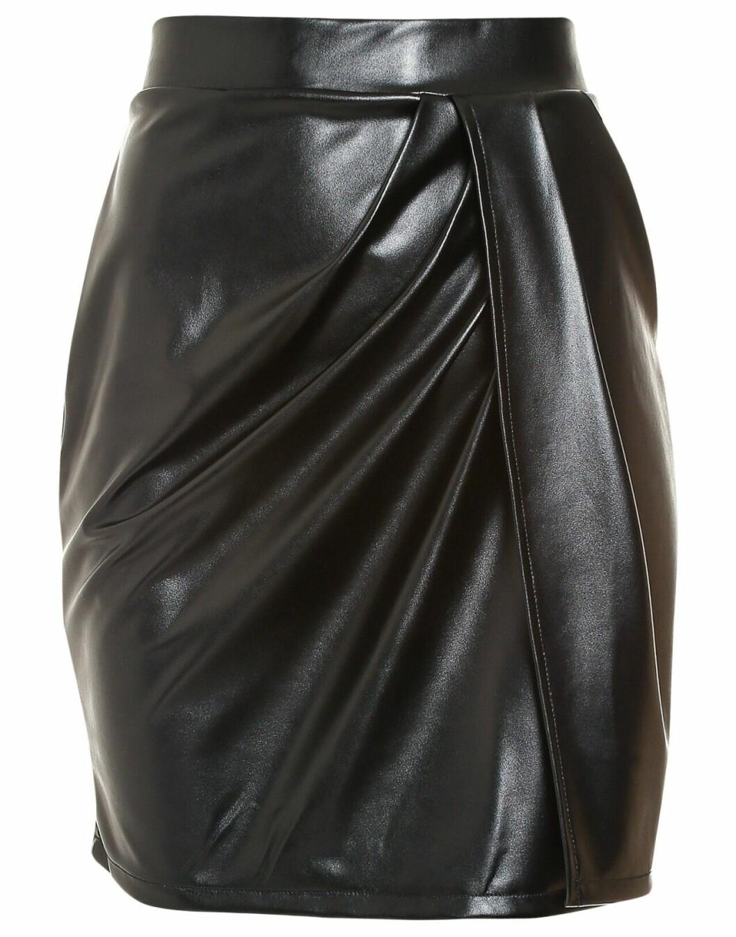 Svart kjol i konstläder