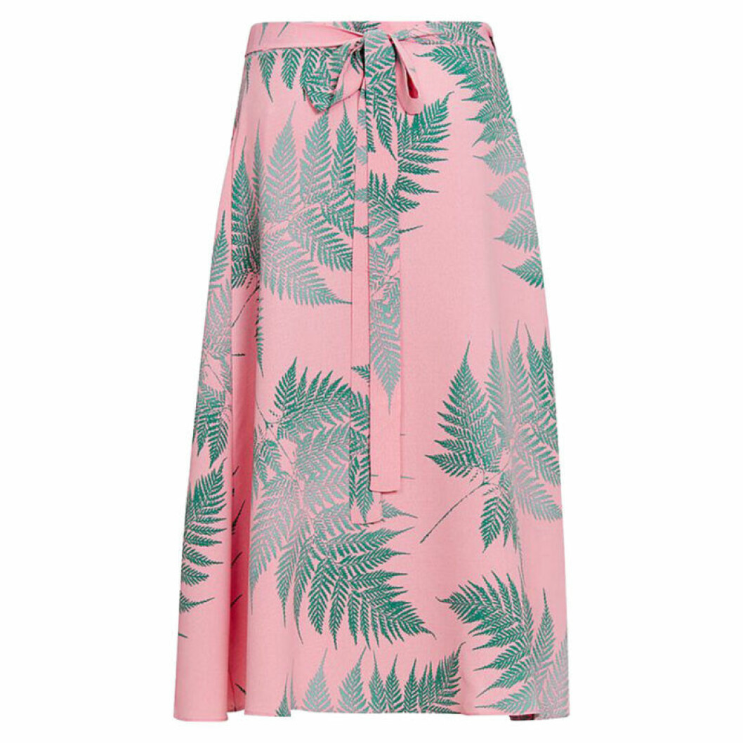 Blommig rosa klänning med gröna blad