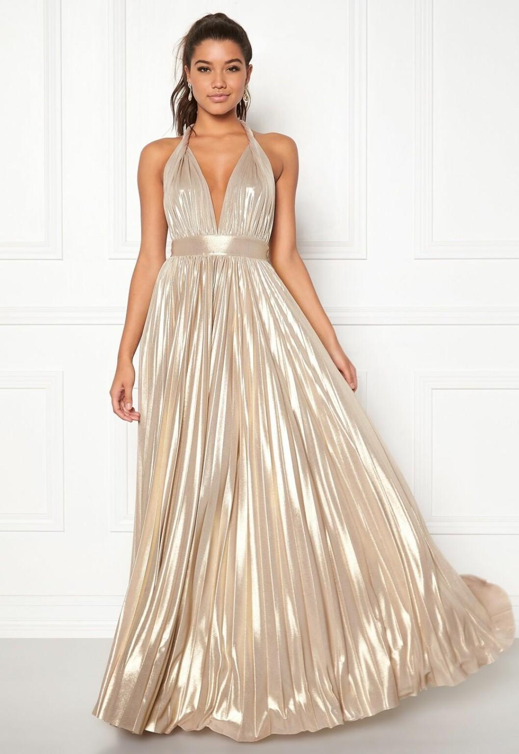 Guldfärgad klänning till brudtärnan för 2020