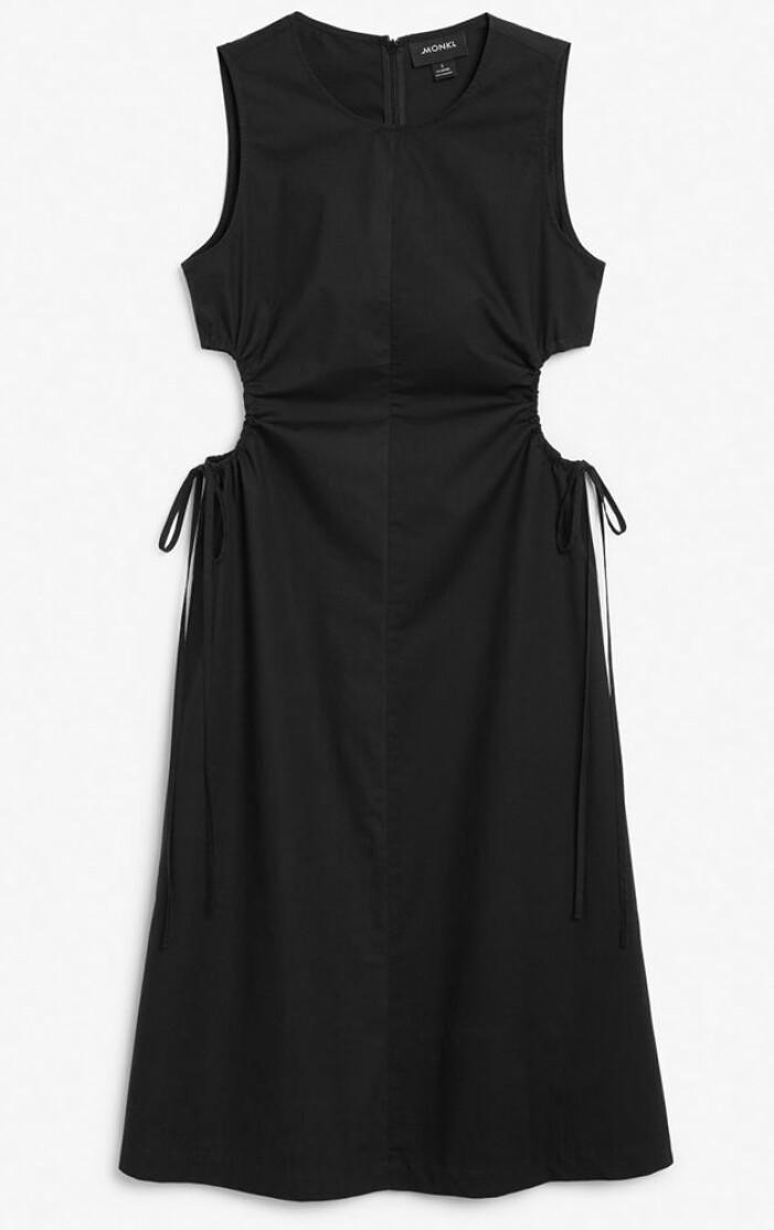 svart klänning med cutouts i sidorna