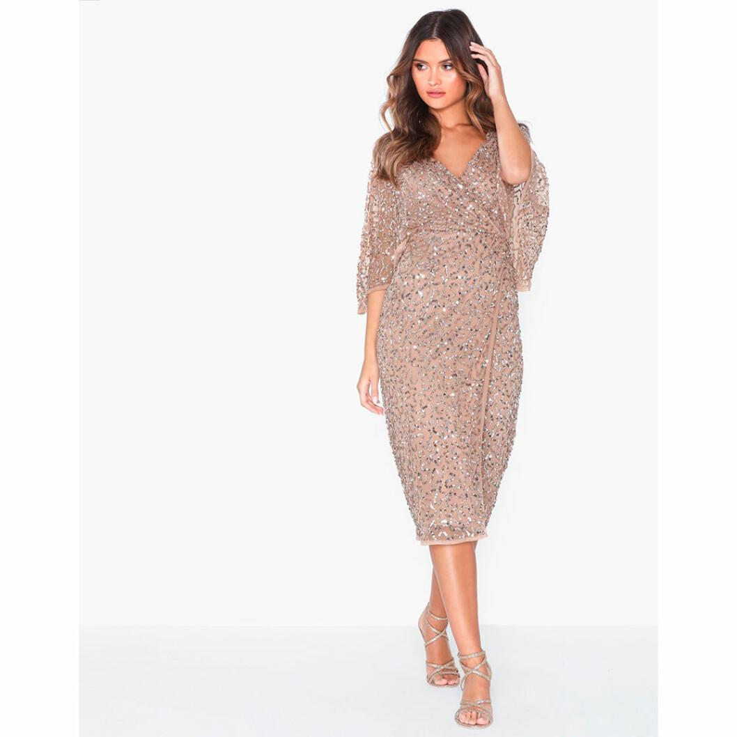 Glittrig festklänning för gravida