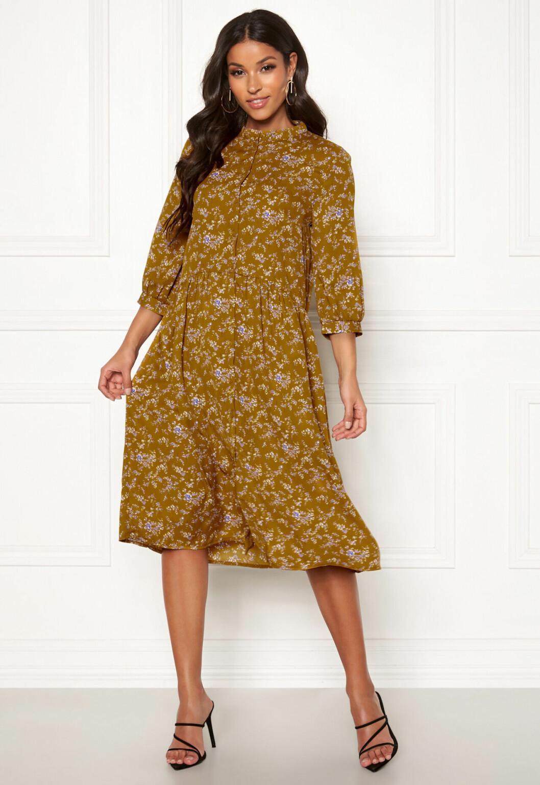 Mönstrad klänning med lång ärm