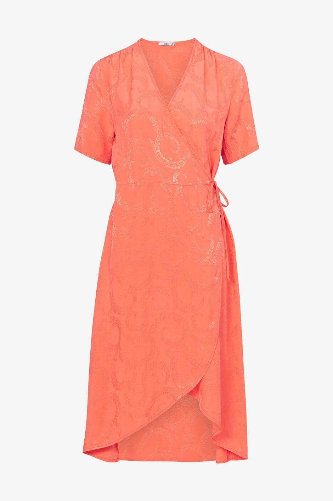 Korallfärgad klänning till bröllop 2019
