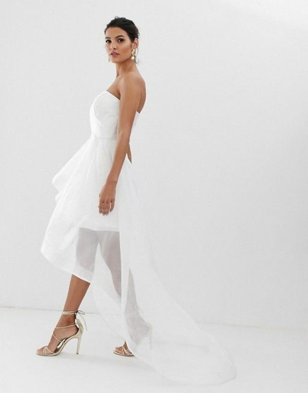 Kort brudklänning med släp