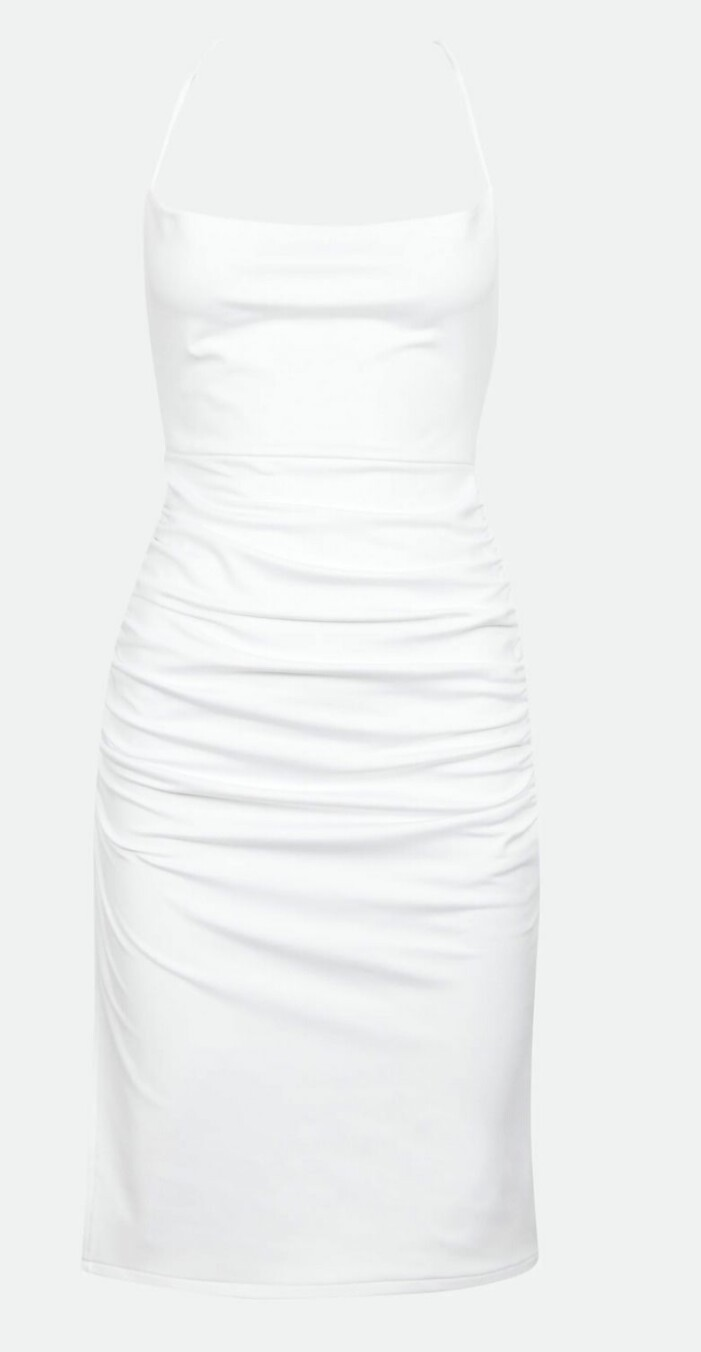 kort vit klänning från Bok Bok med öppen rygg