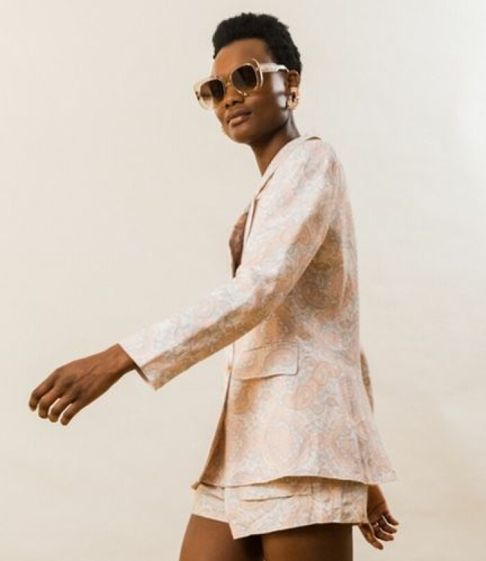 Kostym dam med shorts från By Malina