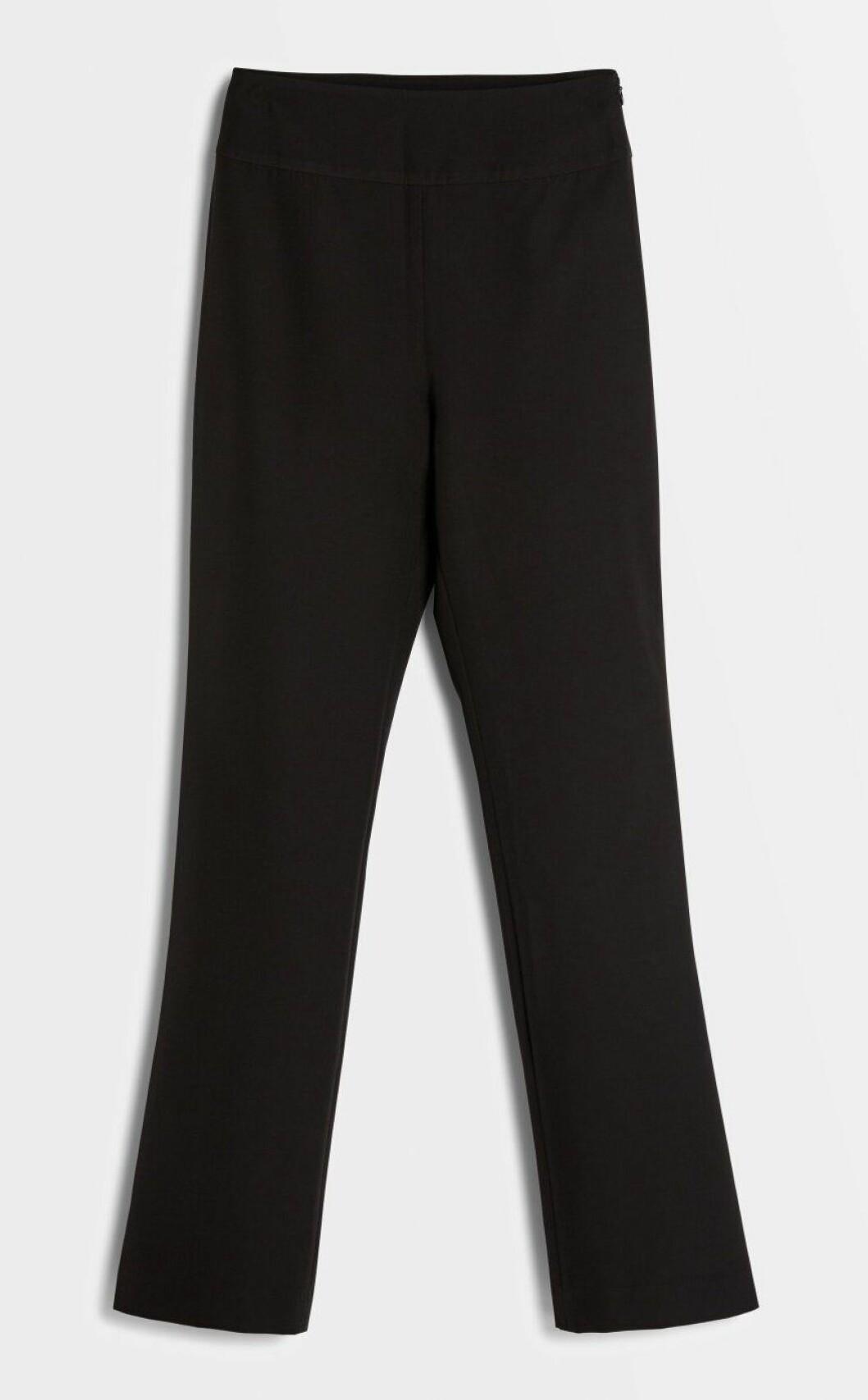 Svarta kostymbyxor för dam till julbordet och julfesten