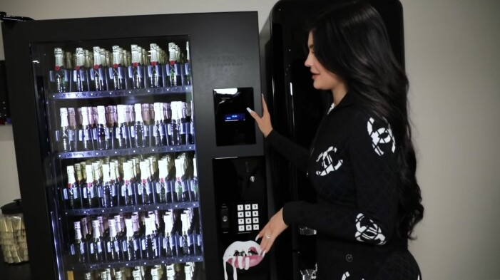 Kylie Jenners kyl med champagne