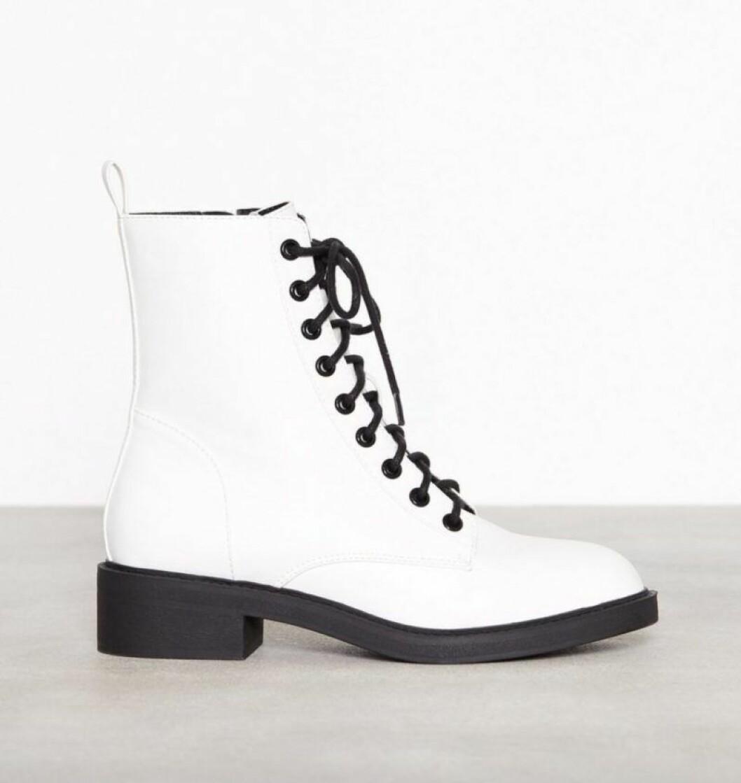Vita boots med snörning