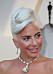 Lady Gaga med platinablont hår i en knut.