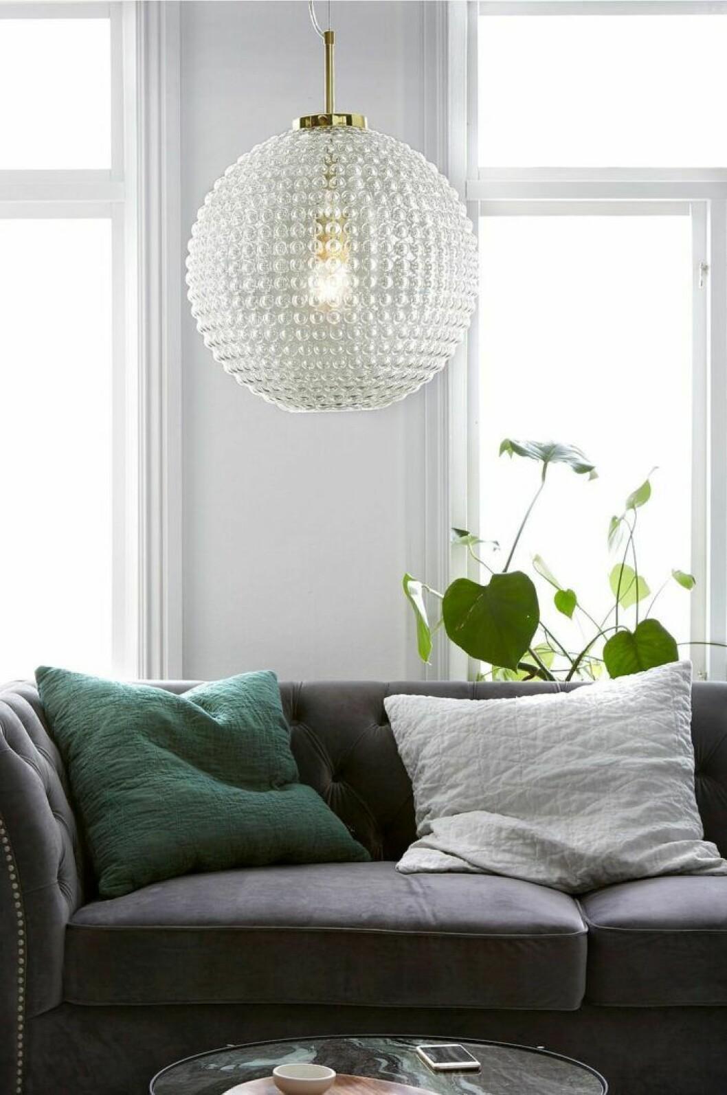 Lampa i bubbligt klarglas