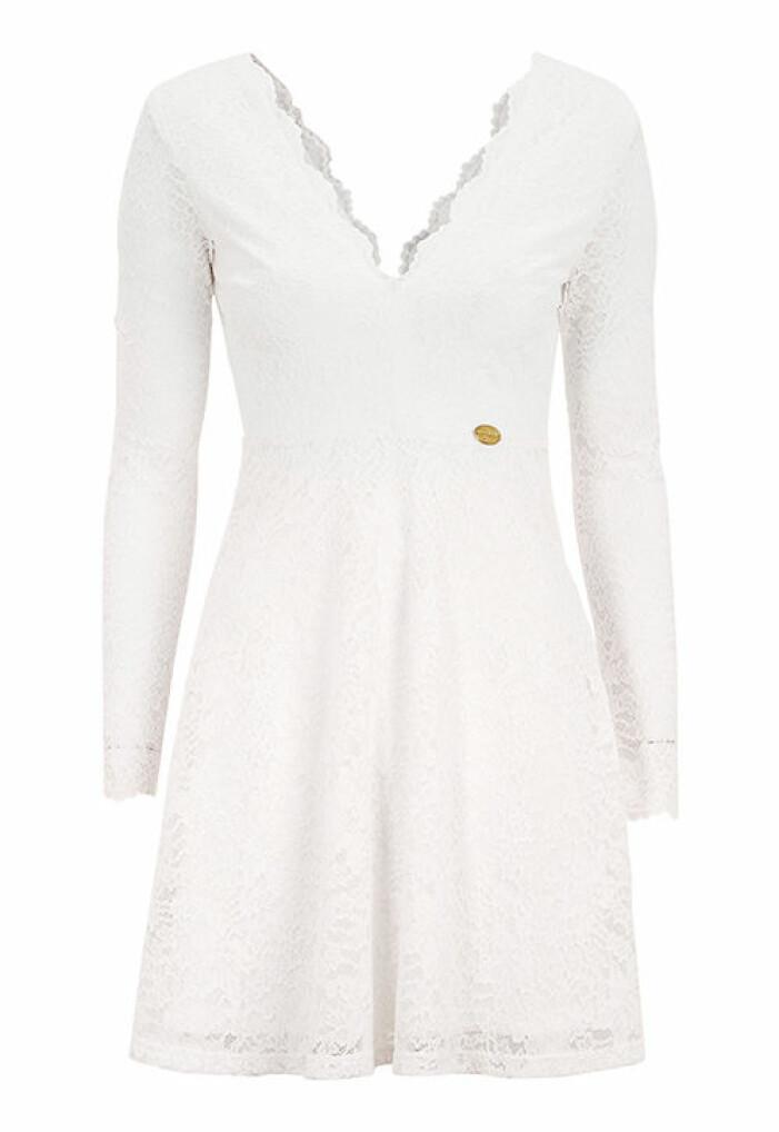 långärmad studentklänning i spets vit 2021