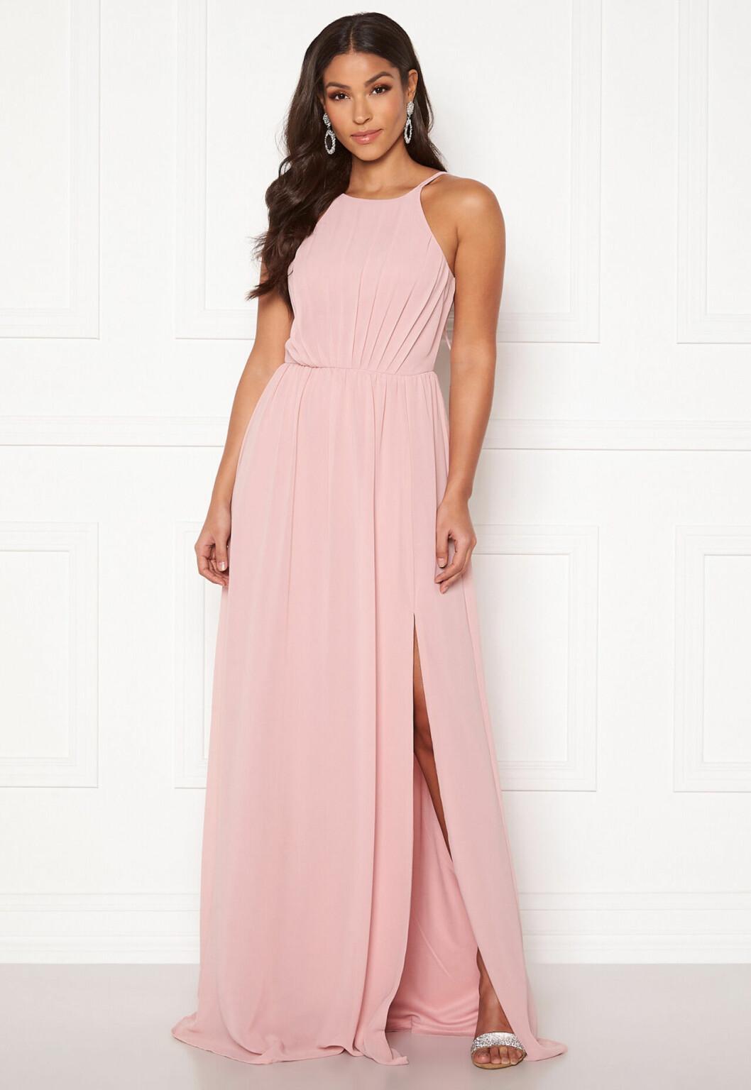 Rosa långklänning med tunna band till 2020