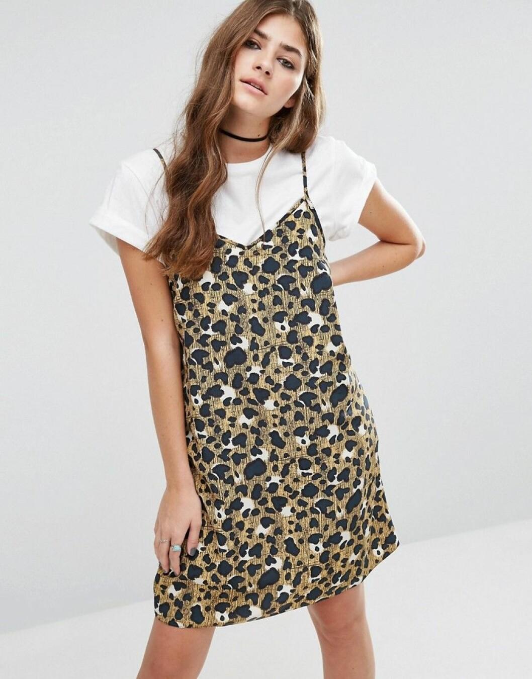 leopard slipklänning