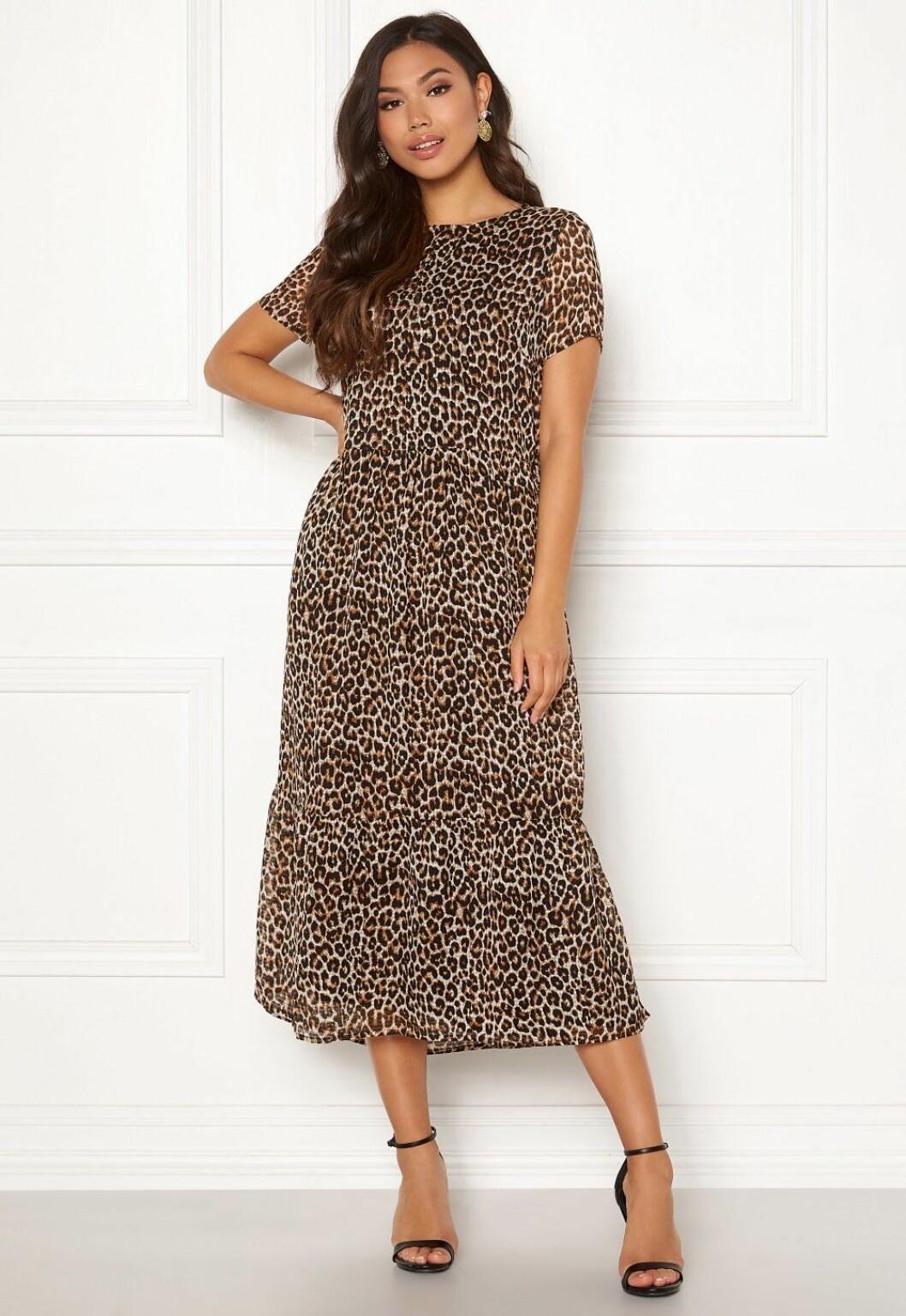 Leopardmönstrad klänning för dam till hösten 2019