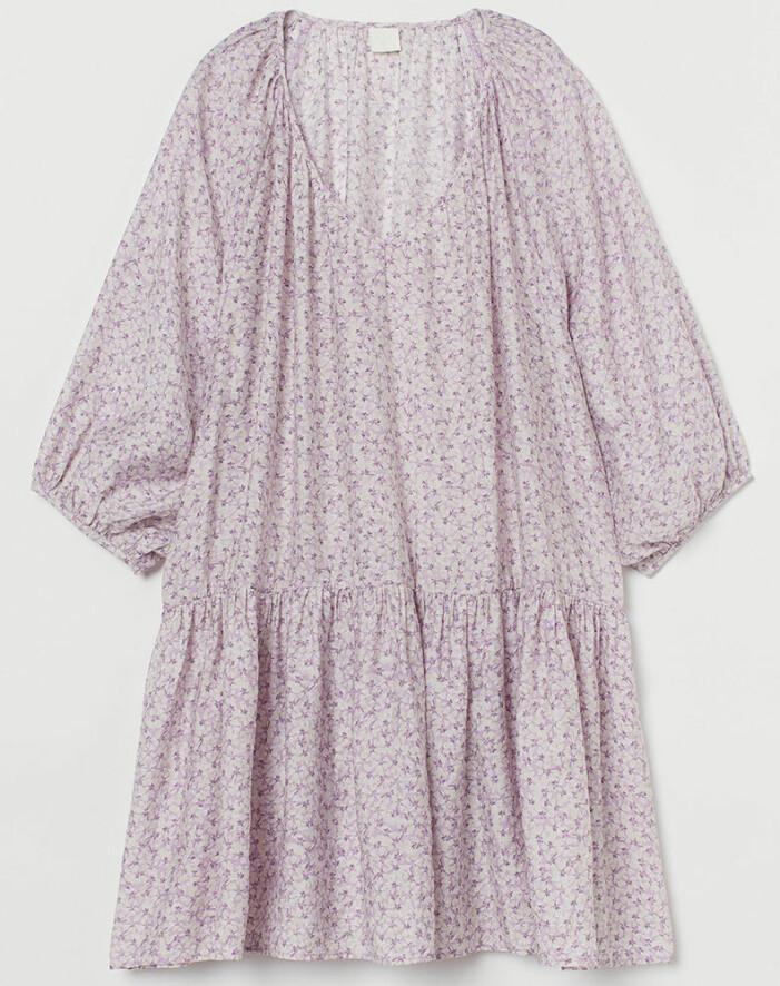 lila blommig klänning från H&M