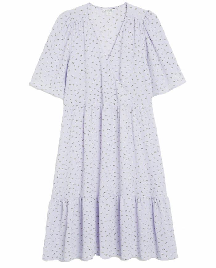 lila blommig klänning