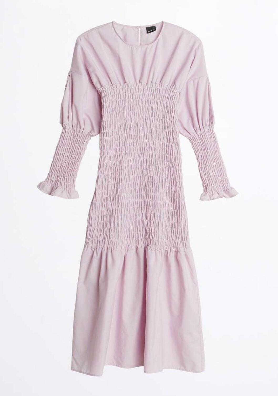 Lila klänning med smock till sommaren 2020