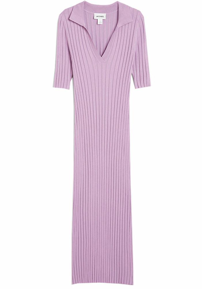 lila ribbstickad klänning