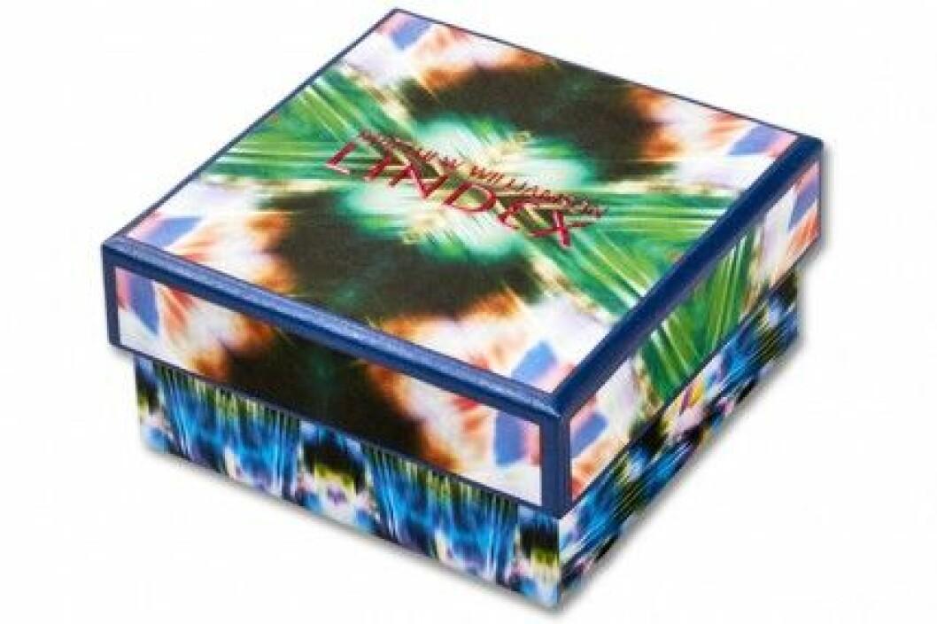 Matthew Williamsons rosa armband för Lindex kommer i en fin box.