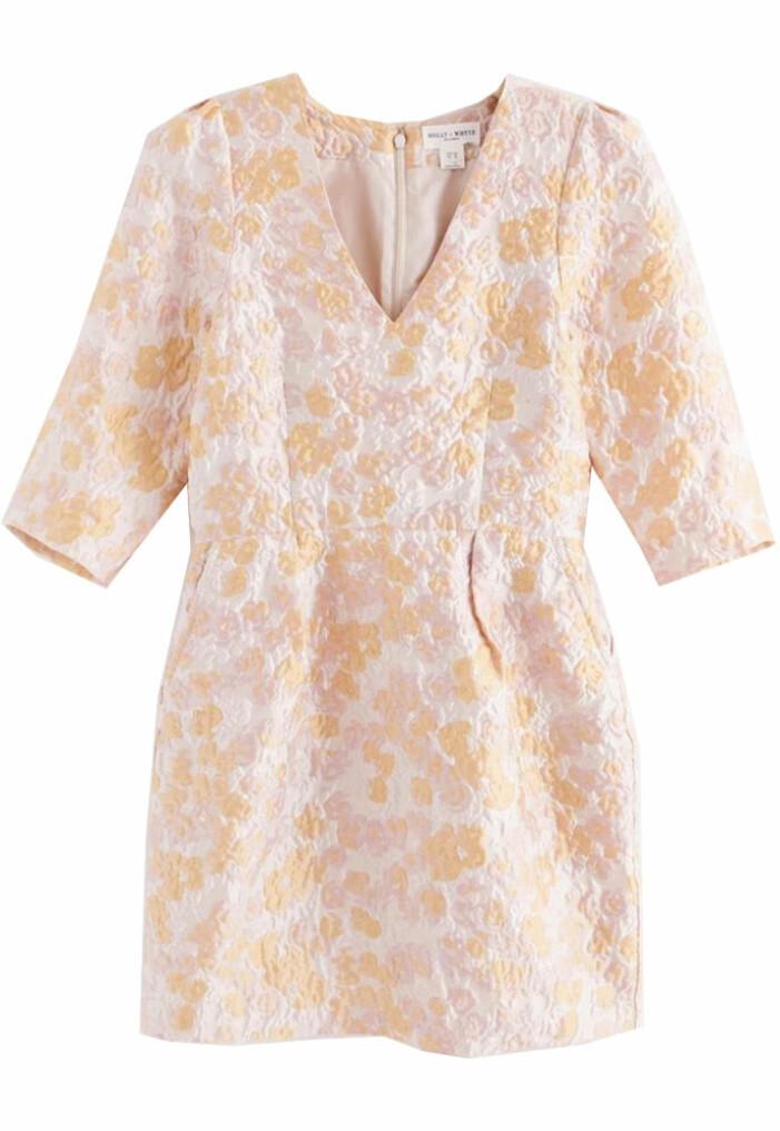 Rosa mönstrad klänning från Lindex