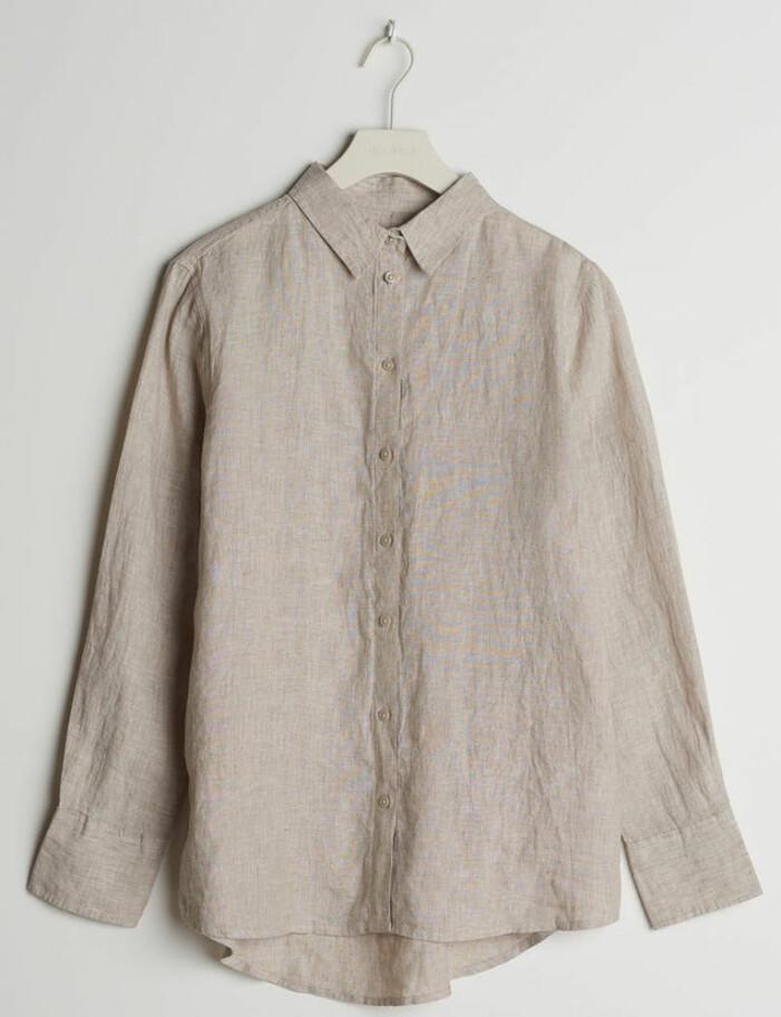 beige linneskjorta till sommaren 2021