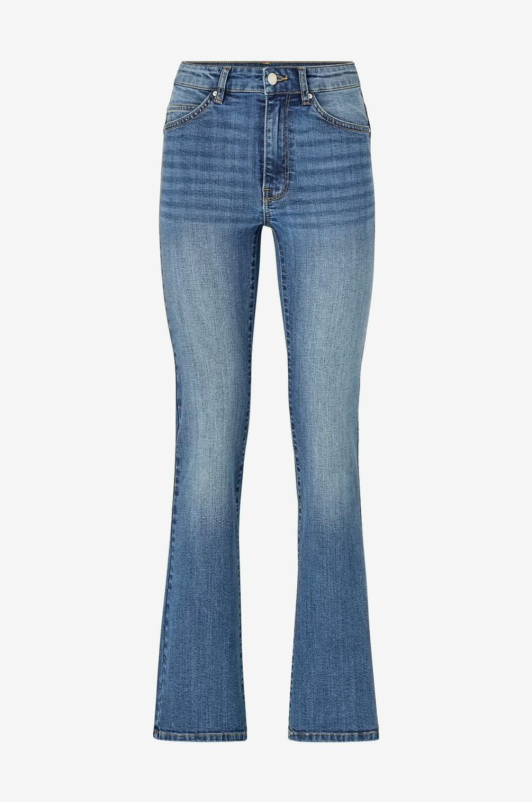 Jeans för dam i bootcut-modell till våren 2020