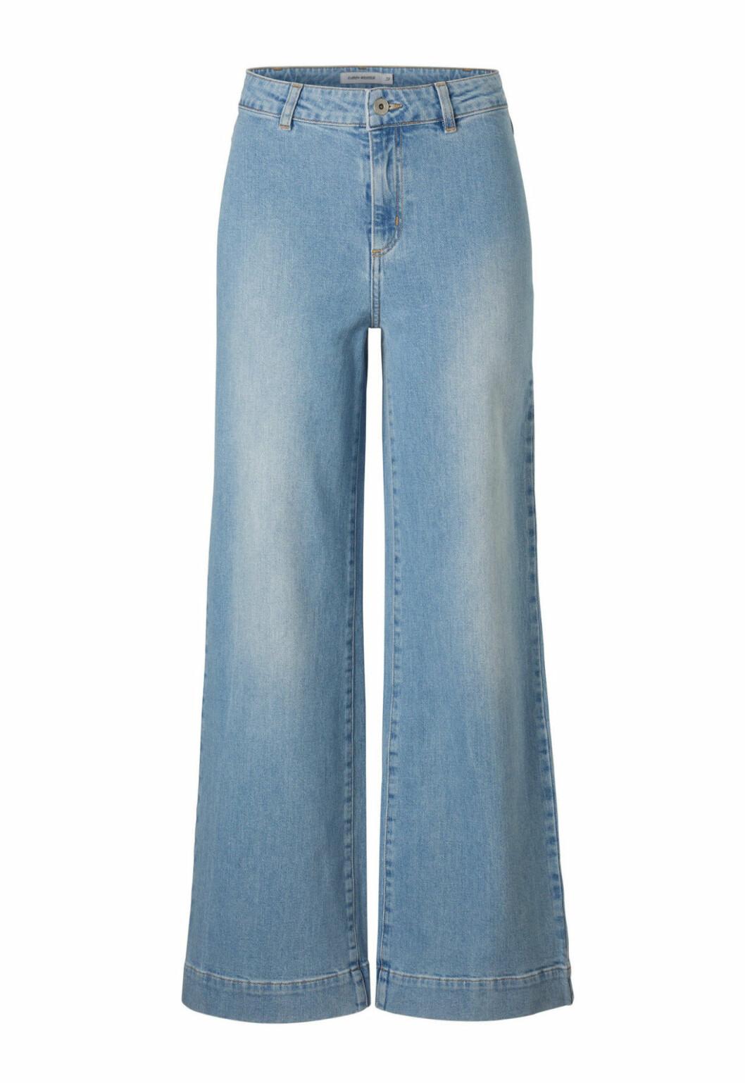 Ljusa jeans med vida ben