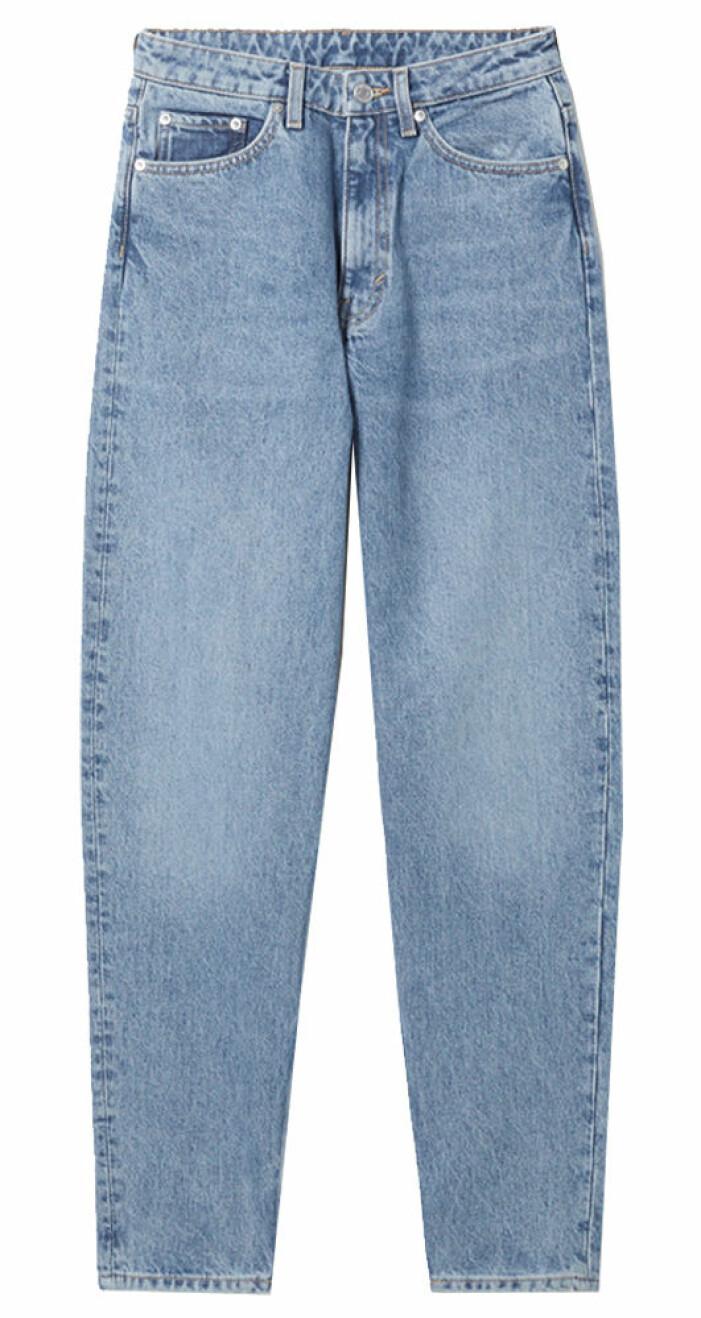 blå jeans i samma modell som leya bär i snabba cash