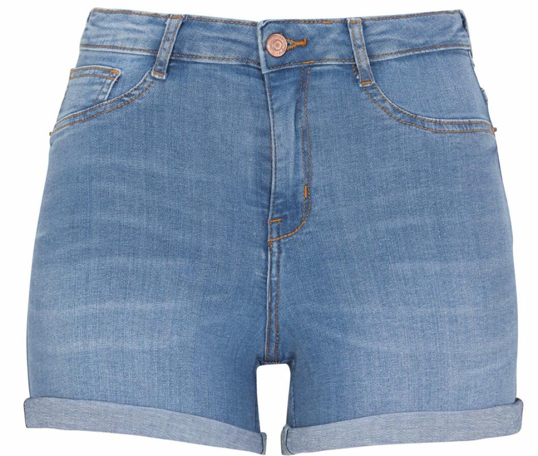 ljusblå jeansshorts