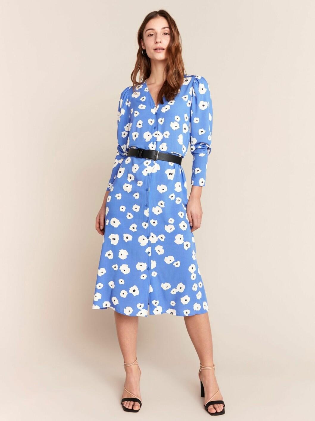 Ljusblå klänning med lång ärm för dam till 2020