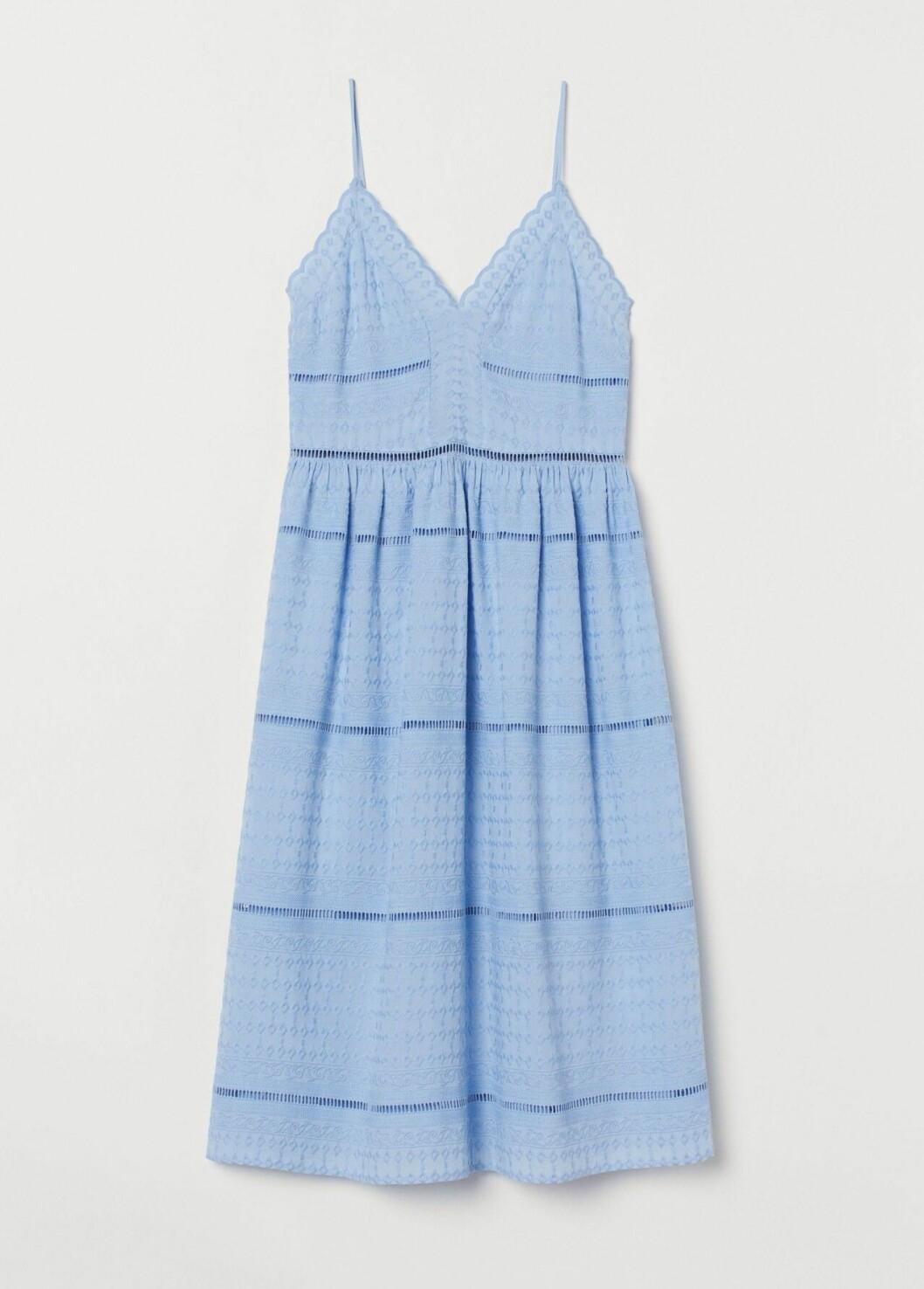 Ljusblå klänning med broderier för dam till 2020