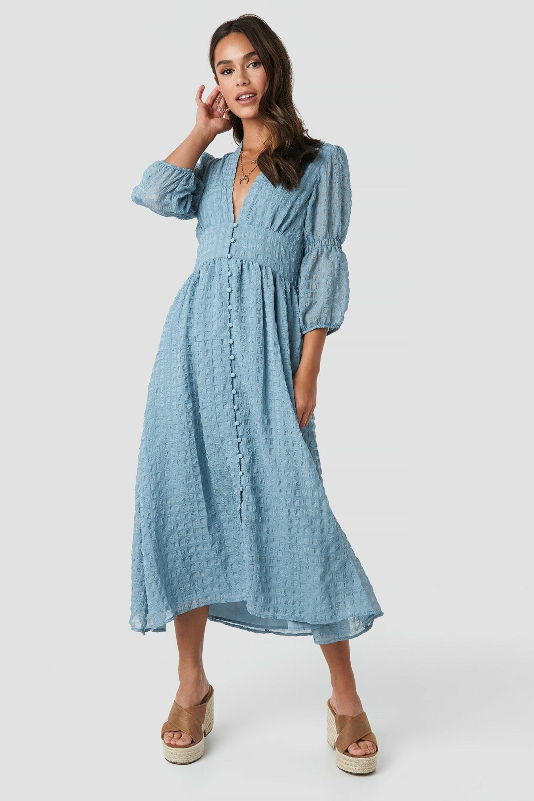 Ljusblå klänning med puffärm för dam till 2020
