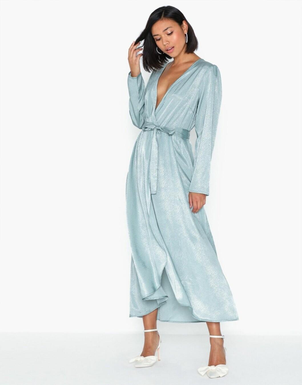 Ljusblå klänning för dam till bröllopet 2020