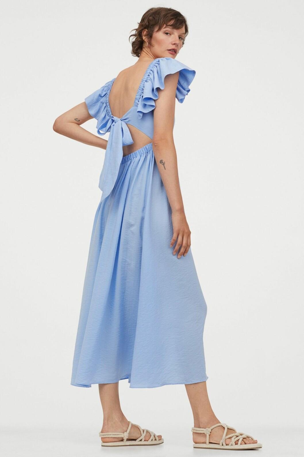 Ljusblå klänning med rosett i ryggen för dam till 2020