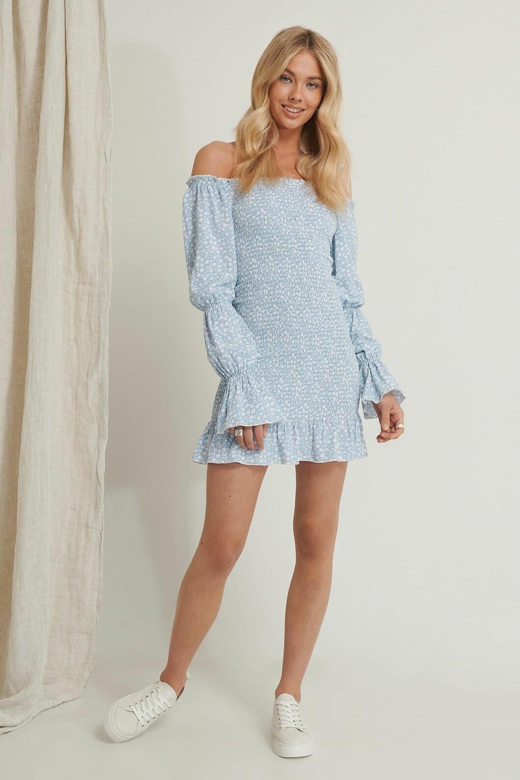 Ljusblå klänning med smock för dam till 2020
