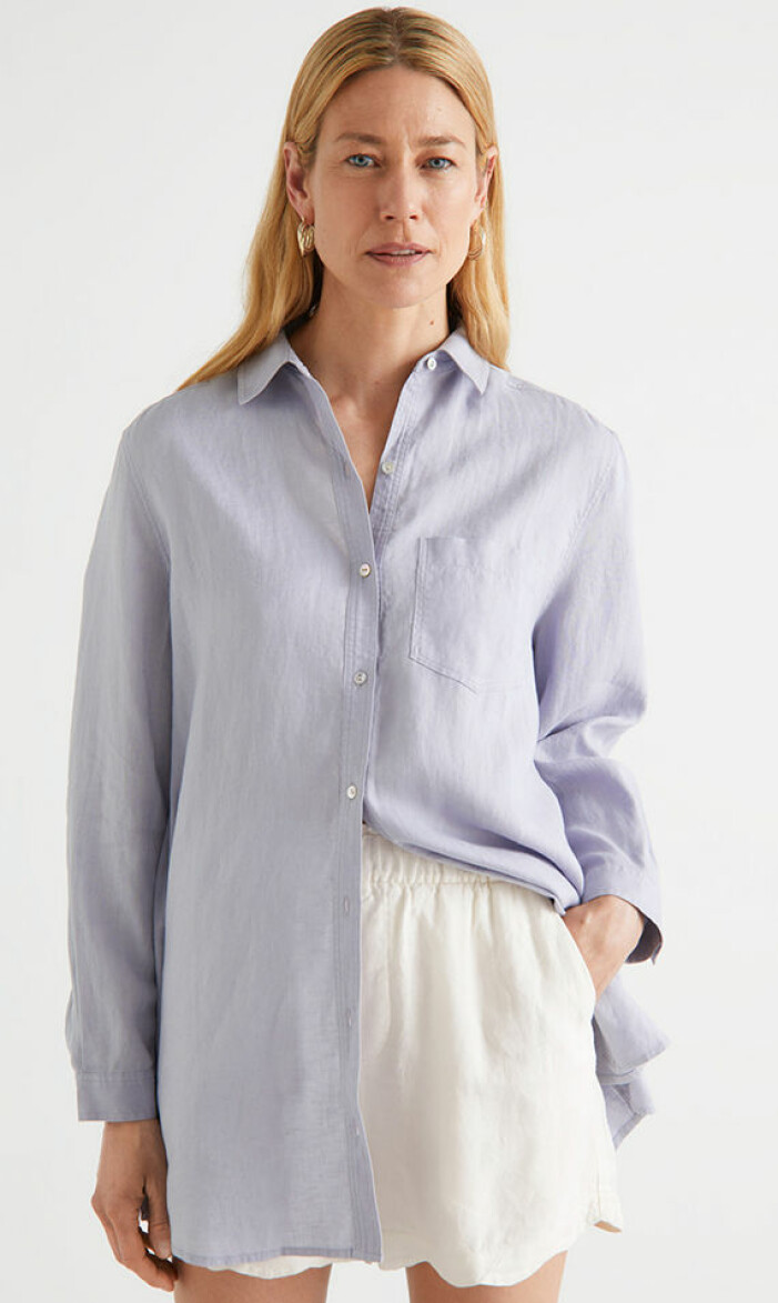 Ljusblå linneskjorta från & Other Stories