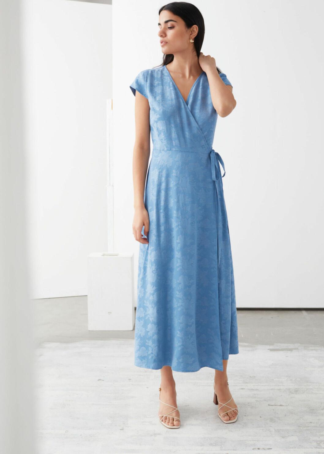 Ljusblå omlottklänning för dam till 2020