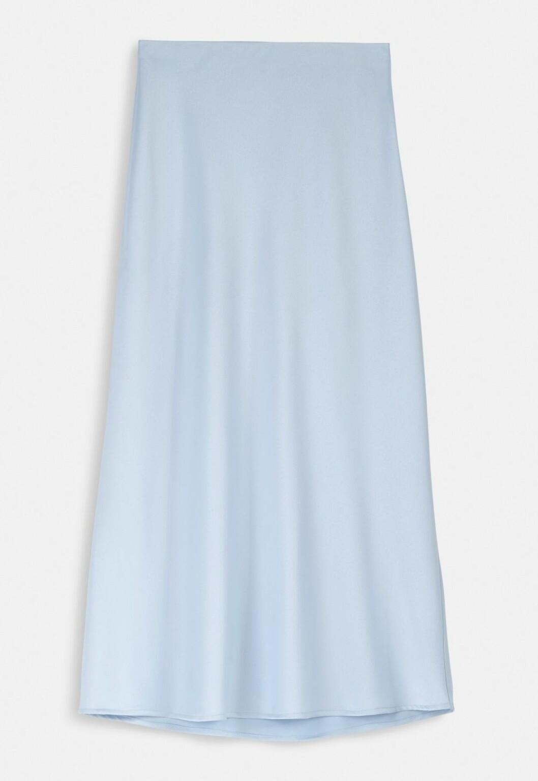 Ljusblå satinkjol i vadlång modell till 2020