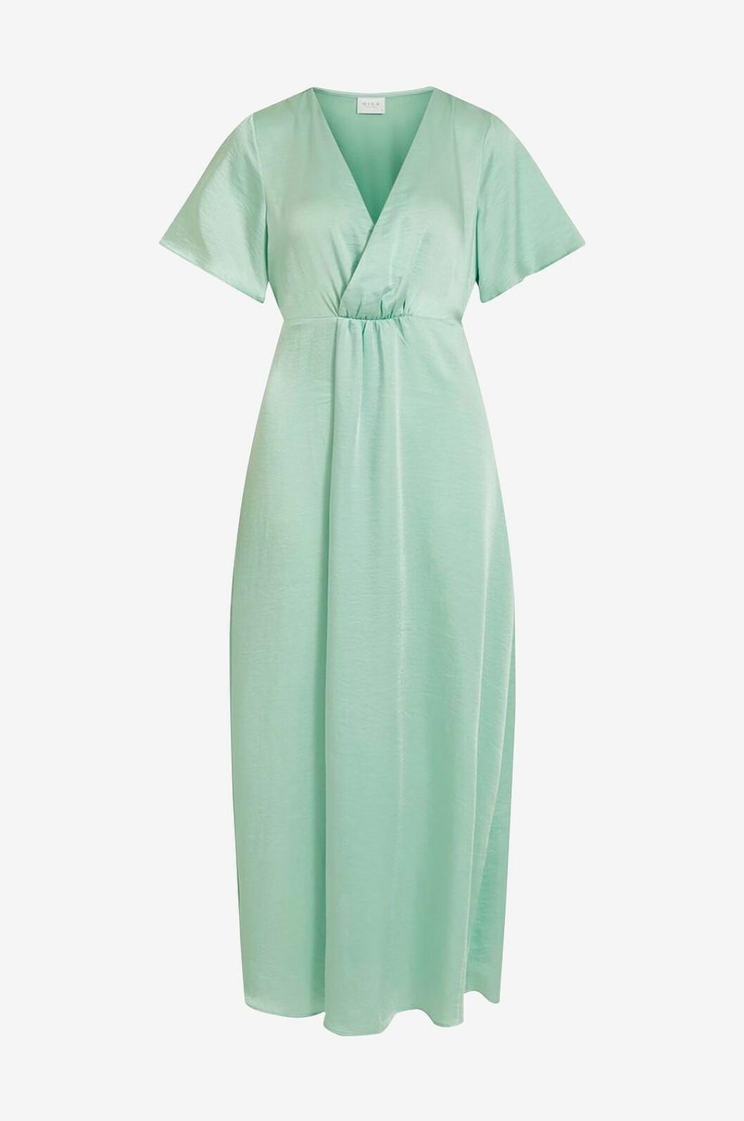 Ljusgrön klänning till bröllop med v-ringning