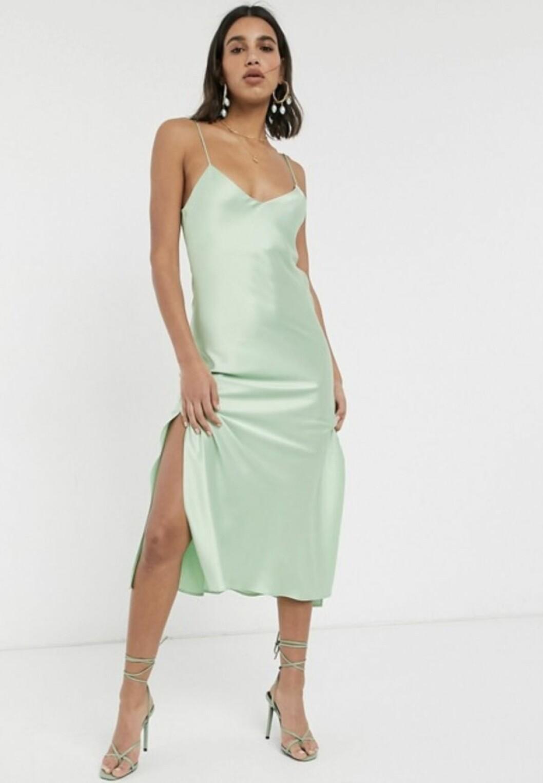 Ljusgrön slipklänning i satin till 2020