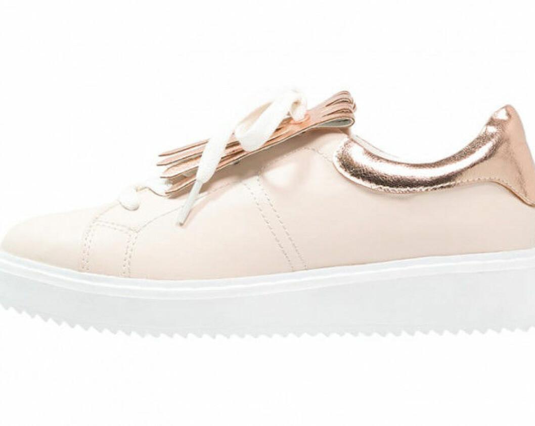 Ljusrosa-sneakers-Even-odd