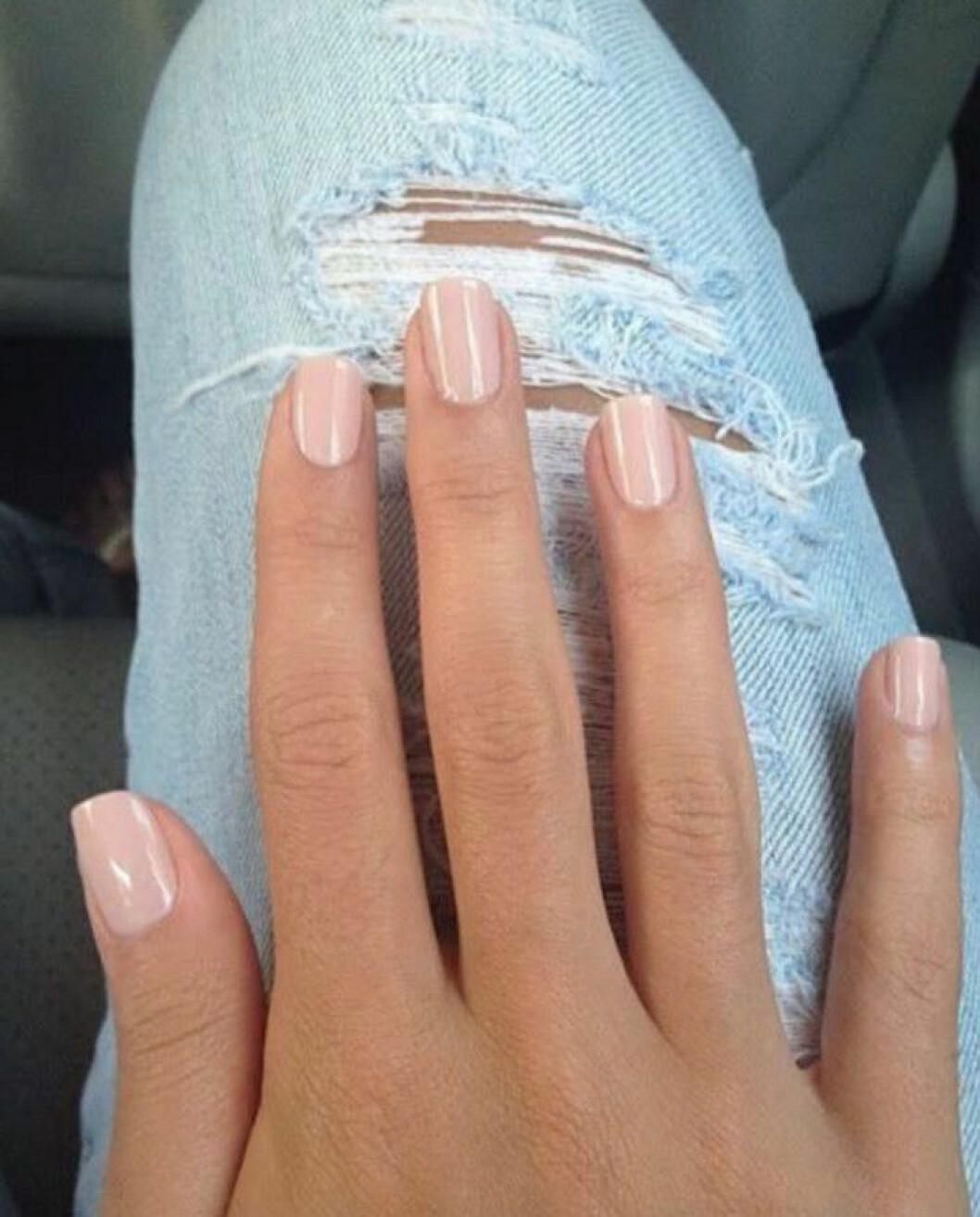 ljust rosa naglar