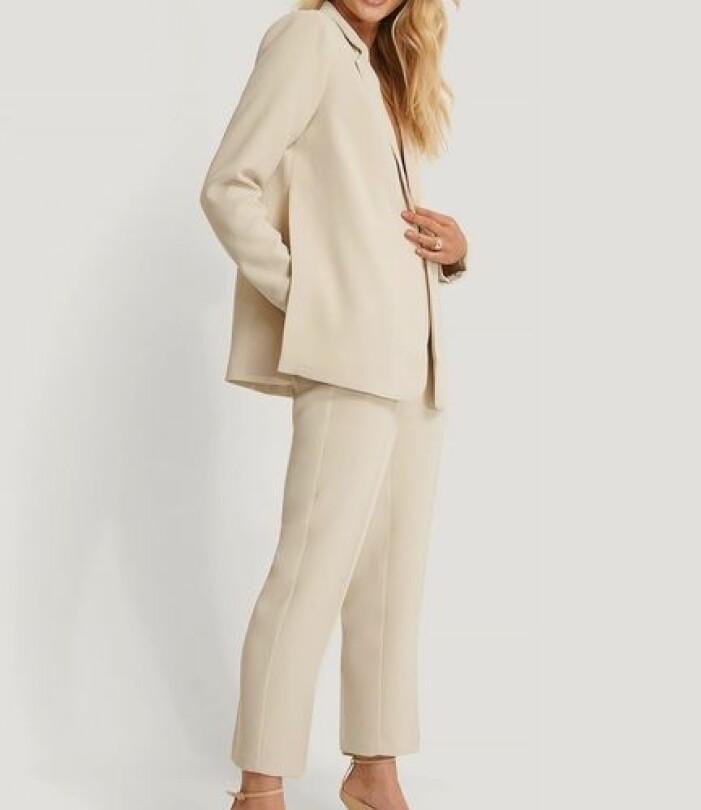 benvit beige kostym för dam