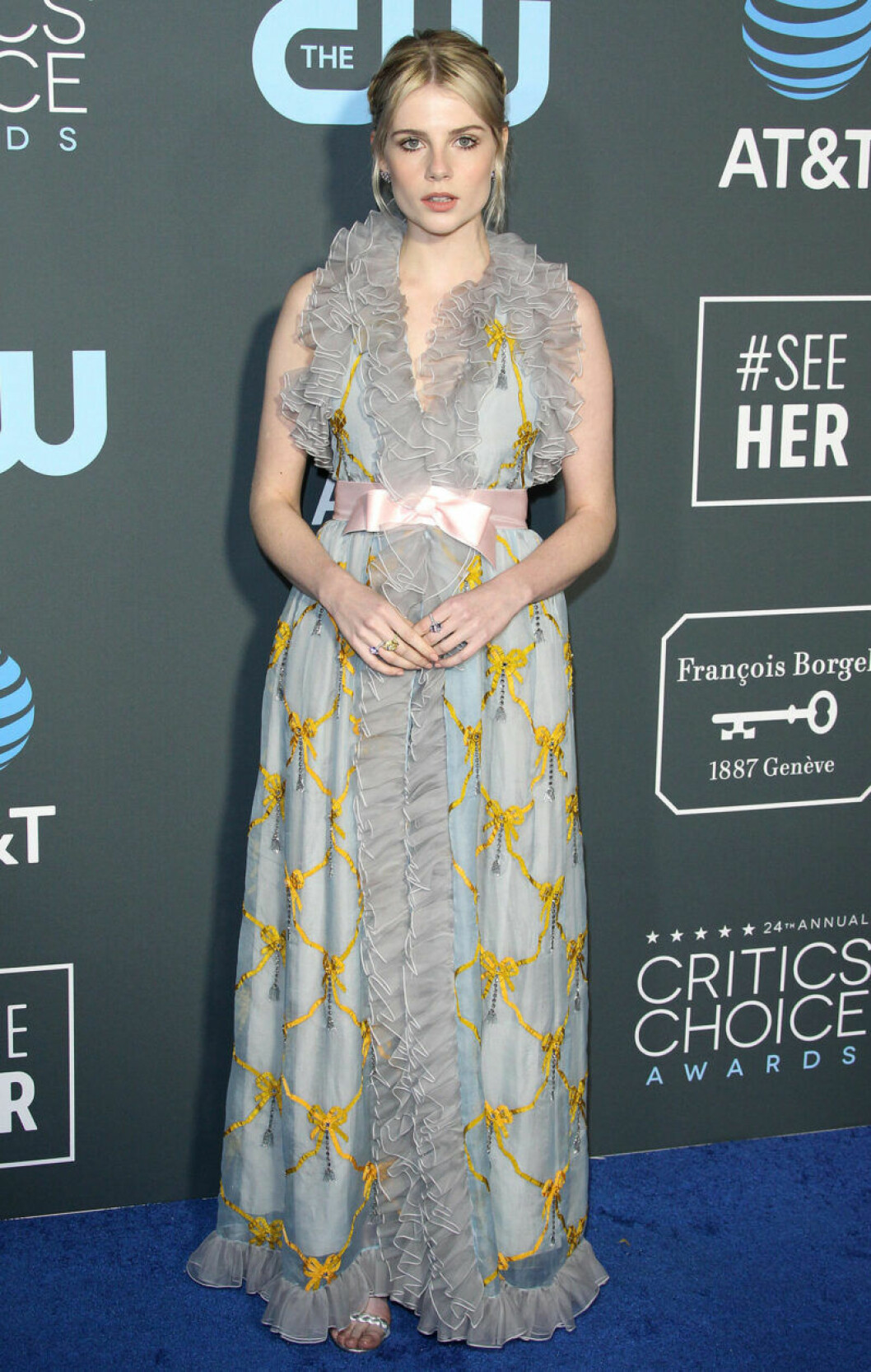 Lucy Boynton på röda mattan på Critics Choice Awards 2019
