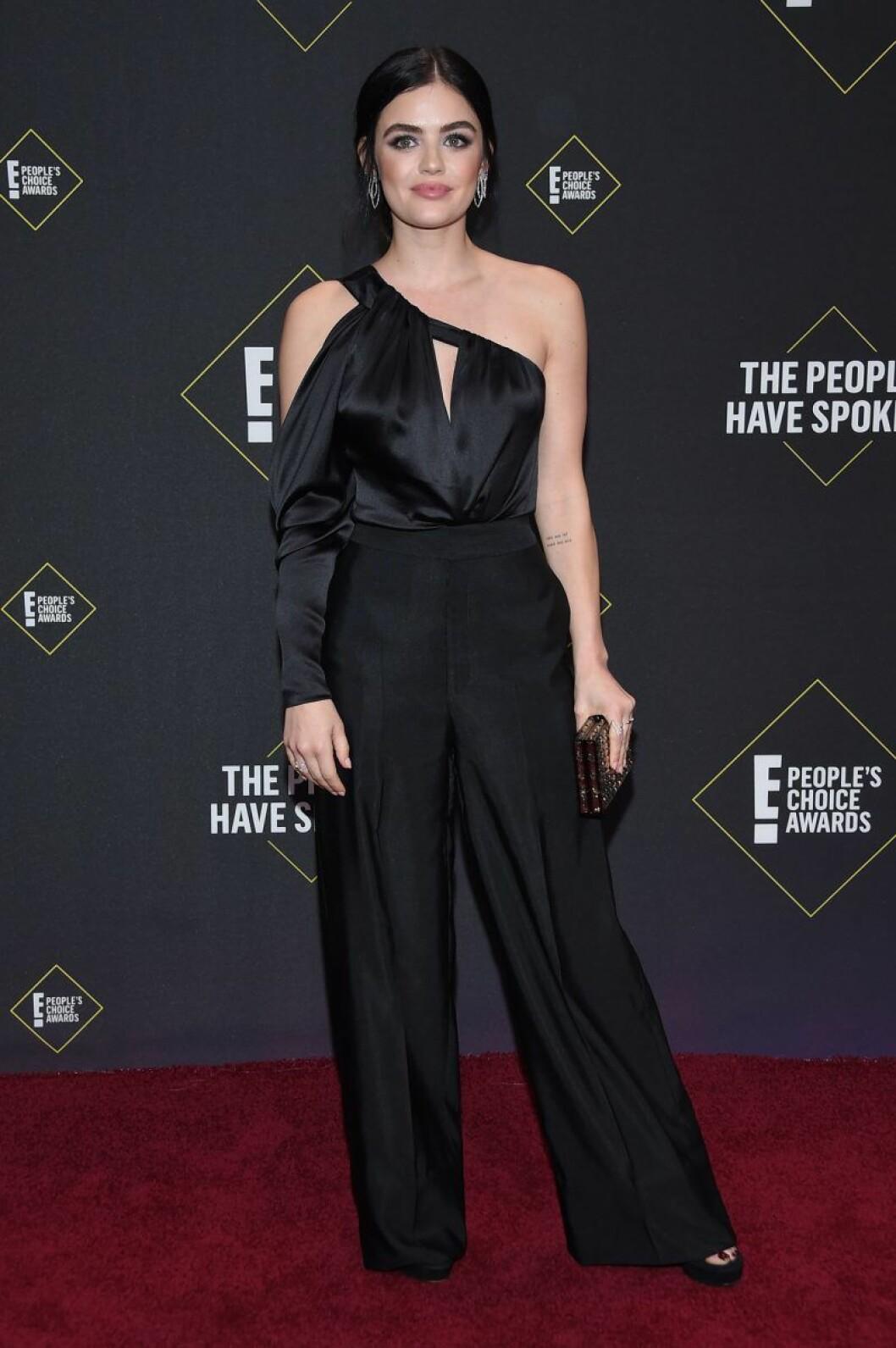 Lucy Hale på röda mattan på People's Choice Awards 2019