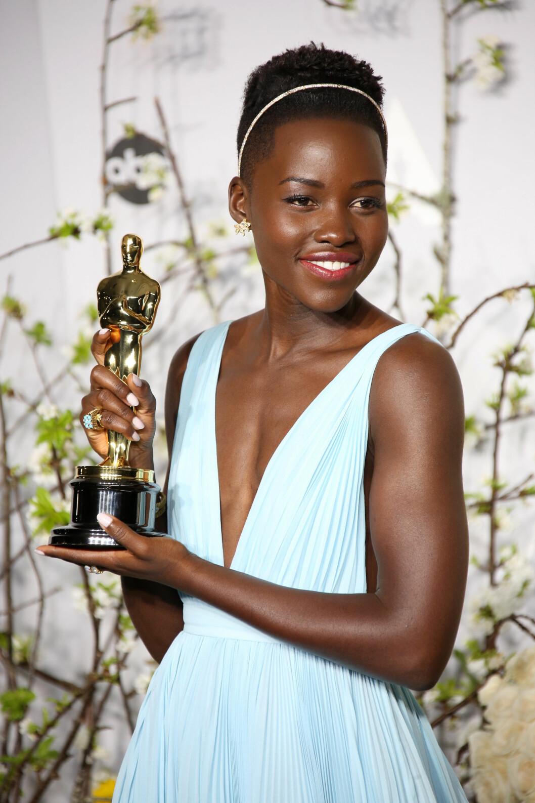 Lupita Nyong'o i ett smalt diadem med diamanter.